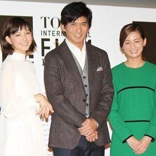 尾野真千子、結婚後初の公の場で「幸せ」と笑顔 - 本田翼・佐藤浩市らと登場