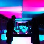 神奈川県・新江ノ島水族館にインタラクティブ演出の光のテラスバーが登場