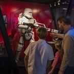 米ディズニーランドで『スター・ウォーズ』イベント開幕! 映画の世界を体験