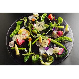 東京都・西麻布で深夜に有機野菜の健康ディナーが味わえるフレンチが開店