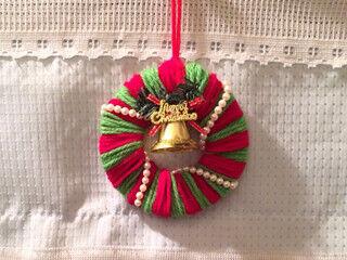 子どもと楽しめる! クリスマスカラーの毛糸で簡単リースを作ってみた