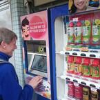 アサヒ飲料とNRI、「対話型自動販売機」の実証実験を開始