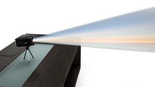 Lenovo、プロジェクタ付属の三角柱型ホームPC - 最大100インチの投映が可能
