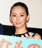 北川景子、故・森田芳光監督の夫人から「DIO」と祝福されて笑顔