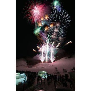 真冬に花火! 新潟で日本スキー発祥105周年「レルヒ祭」開催--屋台村も登場