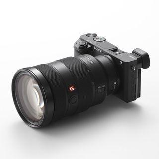 ソニー、世界最速AFをうたうミラーレスカメラ「α6300」海外発表