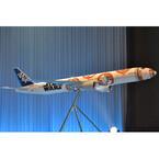 ANAスター・ウォーズ特別塗装機第3弾は3/29就航--CAがエプロンでBB-8に!?