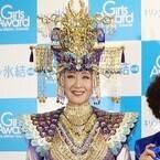 小林幸子、高橋みなみに「幸あれ」- 卒業&誕生祝いにバカラのグラス贈る