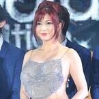 叶美香、胸元&背中丸見えセクシードレスで圧倒! GirlsAwardで存在感放つ