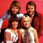 ABBA、30年ぶりに4人そろってパフォーマンス