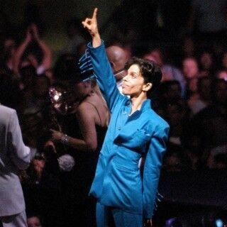プリンスの「パープル・レイン」の衣装、約1,950万円で落札