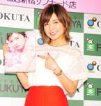 AAAの宇野実彩子、シースルーシャツに赤のミニスカ姿でセクシーアピール