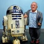 『スター・ウォーズ』R2-D2役ケニー・ベイカー死去、81歳