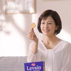 沢口靖子、新CMではパーティ開催せず - リビングで1人「ルヴァン」楽しむ