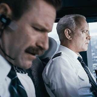 トム・ハンクス、航空機の操縦に苦労!? モデルとなった実在の機長から猛特訓