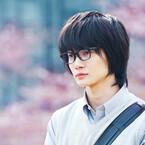 神木隆之介、『3月のライオン』桐山零ビジュアル公開! 桜を背に眼鏡&制服姿