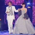 小嶋陽菜、ベアトップのウエディングドレスで美背中を披露