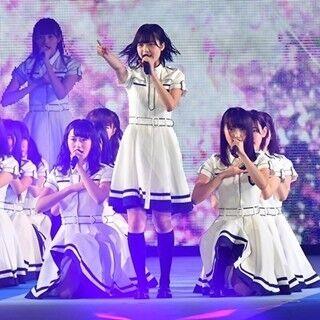 欅坂46、「サイマジョ」など3曲熱唱! 全力パフォーマンスで3万人魅了