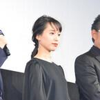 戸田恵梨香、共演者たちにツッコミ無双! 隠しスリットで美脚見せる