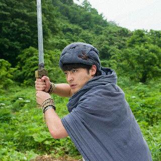 山田孝之、『勇者ヨシヒコ』山本美月とラブラブショット投稿で「仕事」弁解