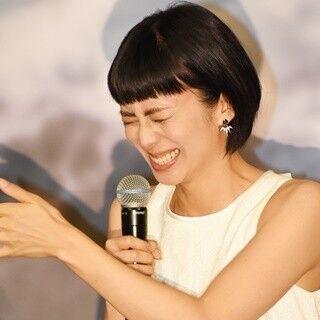 """柴咲コウ、沢村一樹の名前を一瞬忘れる失態 - 舞台あいさつで""""屈託""""抱える"""