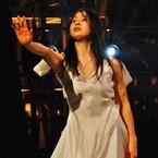 土屋太鳳、妖艶ダンスで会場魅了! 郷ひろみと熱い抱擁交わす - 紅白リハ