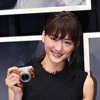 パナソニック、綾瀬はるかを「LUMIX GM」で撮影した写真展開催 - 本人には事前に知らせず、自然な表情の73枚