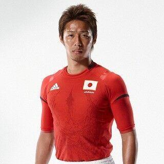 サッカー日本代表、新ユニフォームは燃えたぎる情熱の真紅 - adidas