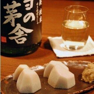 元酒ライターが開業したそば店、そばもさることながら日本酒の品揃えに唸る (1) 日本酒の品揃えは30種類以上