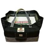 クリスピー・クリーム・ドーナツ12個入の箱が収まるLeeとのコラボバッグ