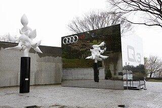 アウディ、箱根彫刻の森美術館に「Audi Q3 Cube」期間限定オープン