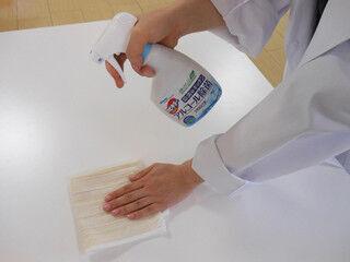 水拭きの食卓・キッチンは菌だらけ。食中毒予防に「アルコール除菌拭き」を