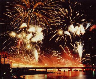 7月28日「あしや花火大会2012」が福岡県遠賀川の芦屋橋上流で開催