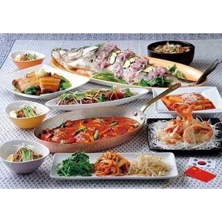 豪華ホテルのレストランで本格中華と韓国料理をバイキング形式で堪能