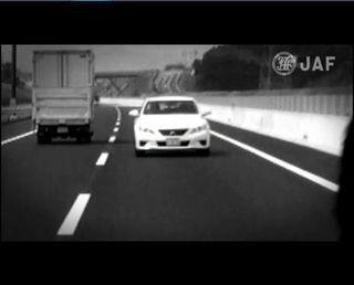 もし高速道路で逆走車と遭遇したら!? 事故回避ポイントを動画で解説 - JAF