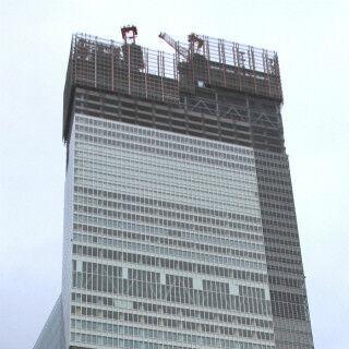 「あべのハルカス」ついに高さ300m到達、日本一高いビルに! - 近鉄