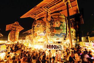 愛知県西尾市一色町の諏訪神社で、幻想的な「三河一色大提灯まつり」