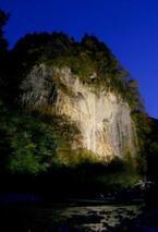 岐阜県下呂市で大自然が創った大岩壁をバックに「がんだてライブ」