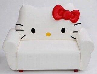 ハローキティとマイメロディのソファ受注販売開始。家具職人が丁寧に手作り