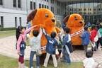 兵庫県の神戸税関で庁舎内部を公開! 麻薬探知犬のデモンストレーションも
