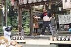滋賀県甲賀市信楽町の「全国狸の腹鼓大会」で奥田勉さんが3年連続優勝!