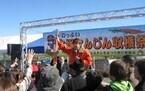 山梨県市川三郷町の大塚にんじんは長さ80センチ! 収穫祭開催
