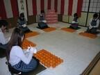 福島県会津若松で昭和3年から続く、宮家への「献上柿」箱詰め作業実施