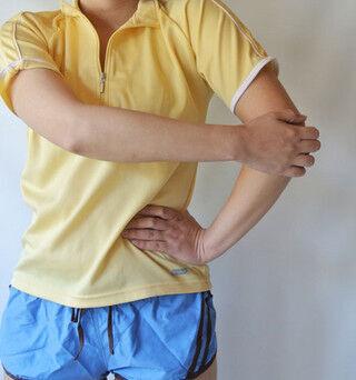 肩甲骨内ストレッチで肩こりを気持ちよくほぐす - 1日1分からの筋トレ