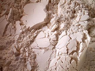 賞味期限の切れた小麦粉の活用法が知りたい
