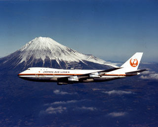 "JAL、航空機の歴史 (5) 大量輸送時代を象徴する画期的な旅客機を購入。時代は""ジャンボ""へ"