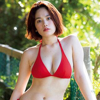 筧美和子、赤ビキニで南国満喫! 『ヤンマガ』表紙で3年ぶりグアム