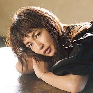 """長谷川京子、""""魅惑の表情""""で創刊号の表紙飾る - イメージモデルに抜てき"""