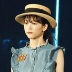 桐谷美玲、デニムワンピでスラリ美脚披露! 麦わら帽子で夏の装い