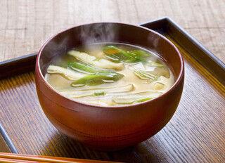 食べすぎ注意! 「ご飯に合うスープ系メニュー」の2位はみそ汁、1位は?